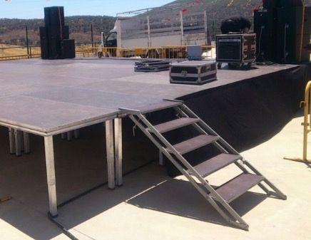 Escalera para escenario modular 200 x 100